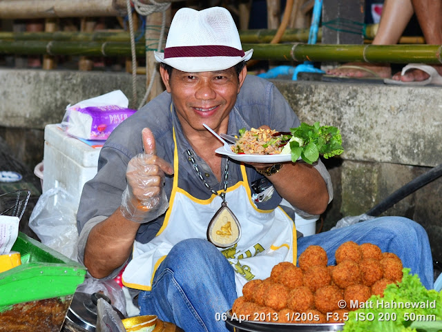 people, street portrait, eye-level camera angle, Thailand, Bangkok, Khlang Latmayom Floating Market, floating market, Thai food, seafood, delicious, boat vendor, yummy snack
