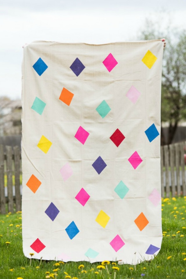 Love this geometric DIY picnic blanket - made from a drop cloth!