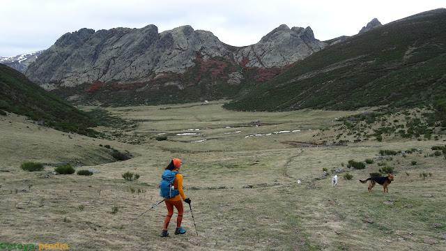 Caminando por la Vega del Naranco