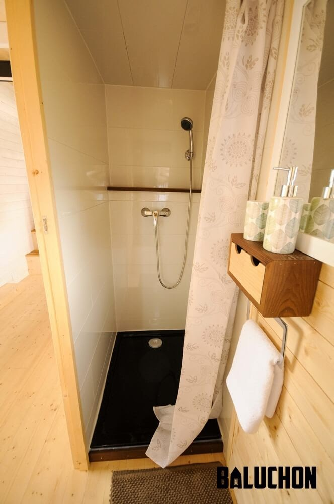 09-Large-Shower-Baluchon-Multi-Level-Prefabricated-Tiny-House-on-Wheels-www-designstack-co