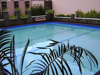 kolam renang atrium resort hotel purwokerto