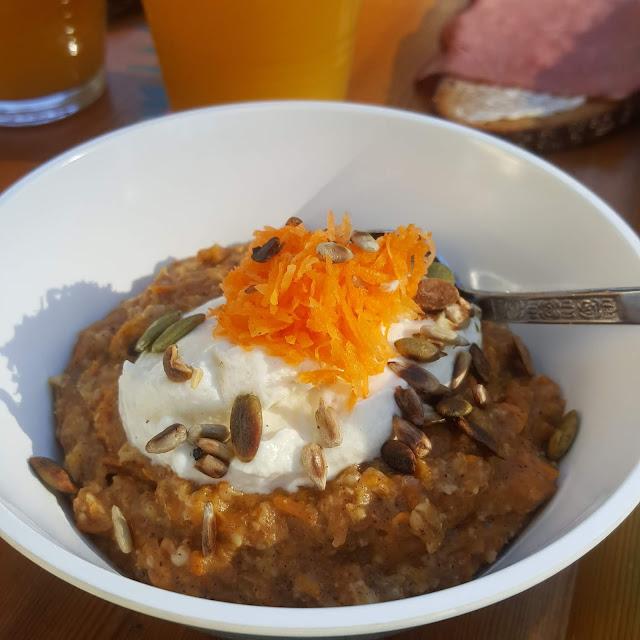 Morotskakegröt till frukost