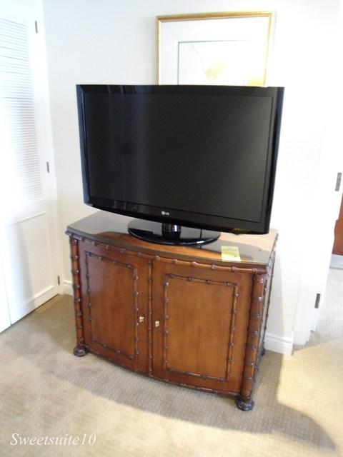 Four Season's Toronto bamboo motif TV console