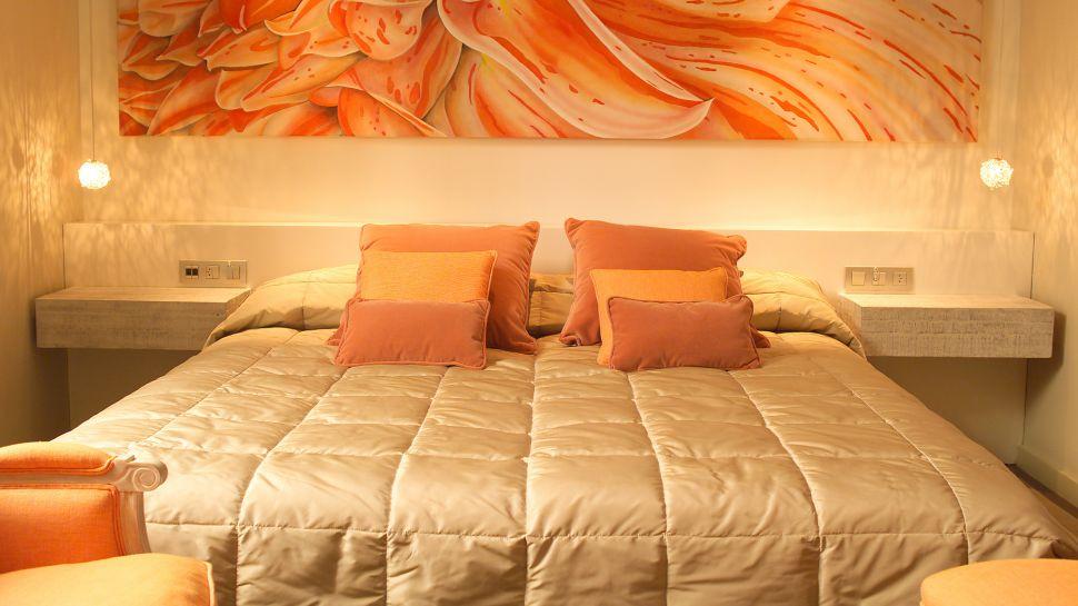Dormitorios con paredes naranjas dormitorios colores y estilos - Habitaciones color naranja ...