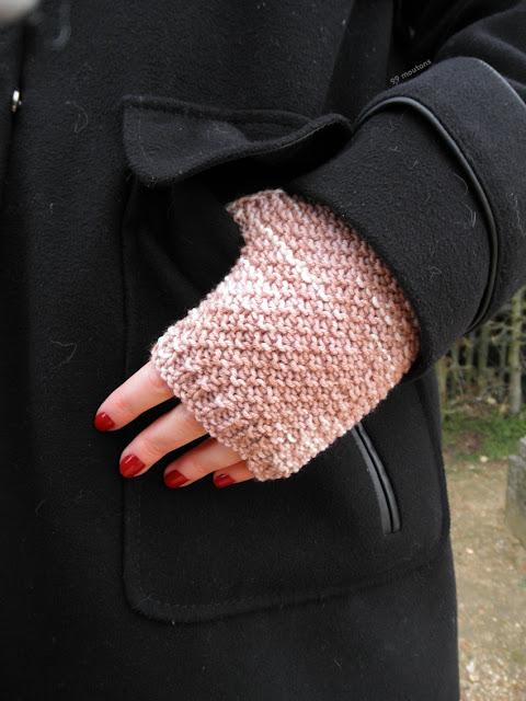 mitaines tricotées en laine rose
