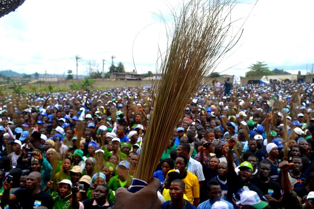 APC-rally-protesters chased rep member - Viral VIDEO