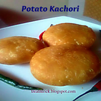 Potayo Kachori  Recipe @ http://treatntrick.blogspot.com