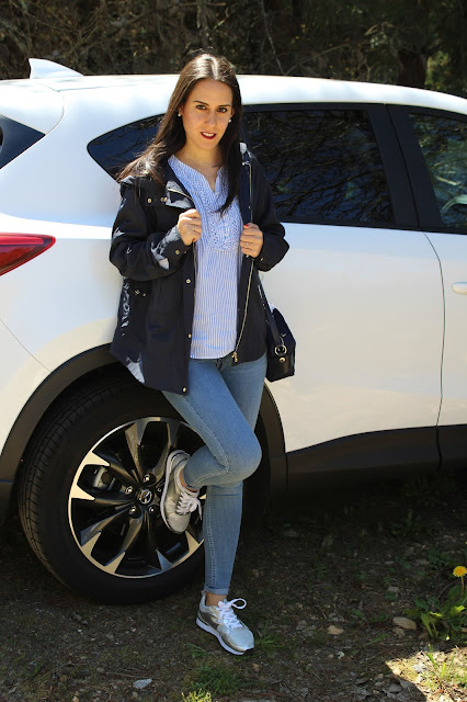 outfit-jeans-sneakers-comfty-blogger-style