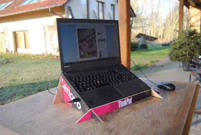 Cara Membuat Tempat Laptop dari Kardus Bekas