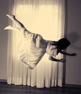 El sueño con realismo lúcido ocurre muchas veces dentro de la mente.