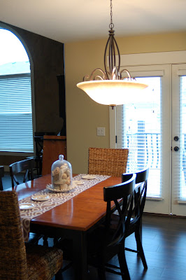 How to center a dining room light from www.jengallacher.com. #kitchenlighting #diningroomlighting