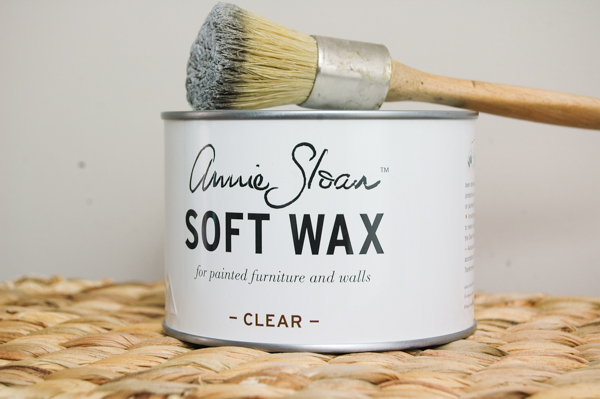 How to easily clean your wax brushes in less than 5 minutes with 3 simple ingredients! www.littlehouseoffour.com