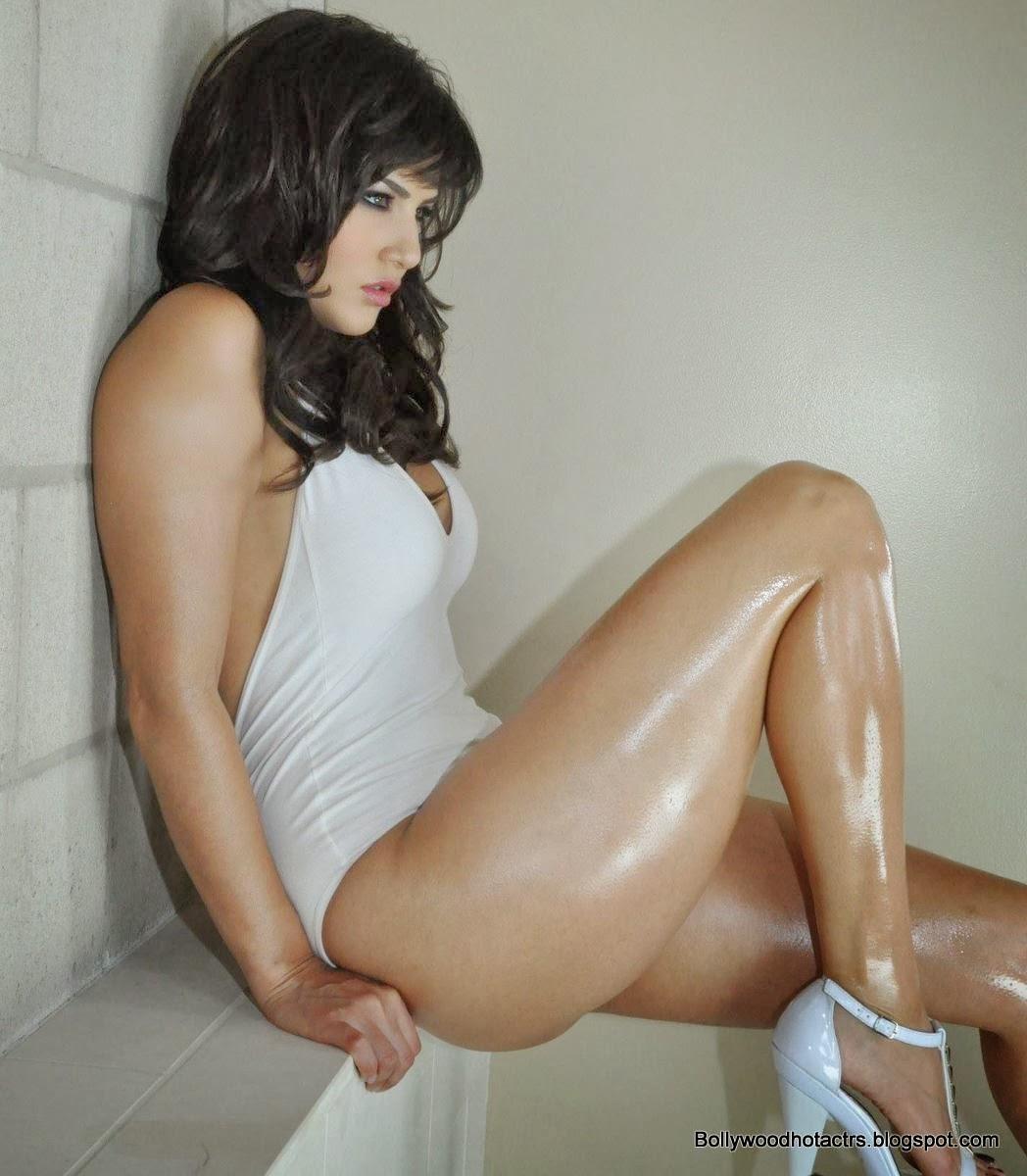 Sunny Leone HOT Bikini Show Wallpapers