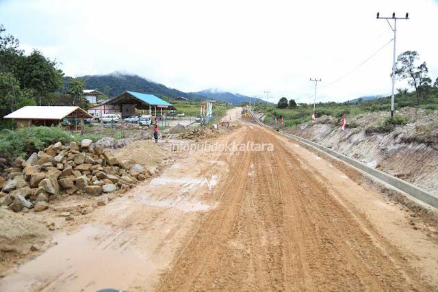 26 jalan%2Bperbatasan  sebelum foto%2Butama2 - Pemerintah Targetkan Bangun Jalan 997 Kilometer di Perbatasan