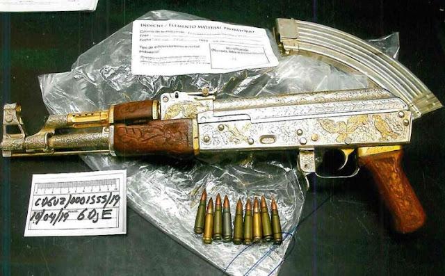 Se cree pertenecían al CJNG y a El Mencho las armas y rifles bañados en Oro que fueron encontradas