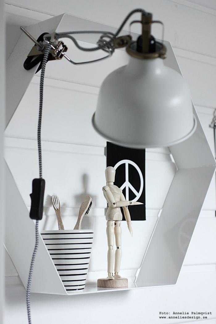 annelies design, webbutik, webshop, nätbutik, nettbutikk, nettbutikker, inredning, konsttryck, poster, posters, print, prints, tavla, tavlor, tavelvägg, tavelväggar, tavelväggen, badrum, badrummet, toalett, svart och vitt, svartvit, svartvita, inredning, vykort, peace, modelldocka, mannequin, miniatyr, mini, spegel, speglar, ikea, industriellt, industri, industristil,