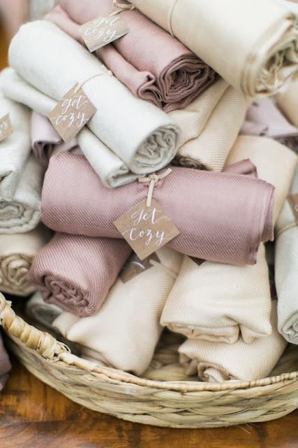 Ideas y detalles originales para bodas de invierno, mantas para invitados