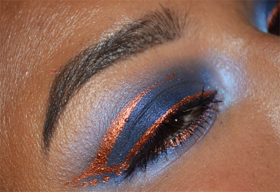 Blu smoky eyes with copper eyeliner