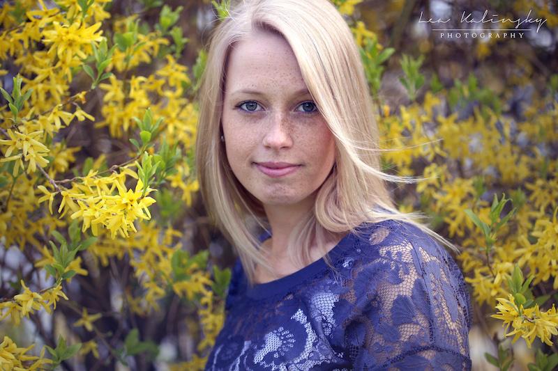 Portrait mit gelben Blumen