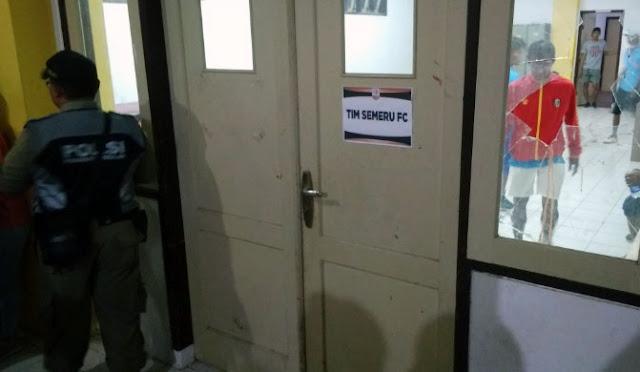 Kaca ruang ganti yang dipecahkan Pujiantoro. (fit)