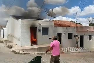 Moradores conseguem controlar incêndio em casa no interior da Paraíba