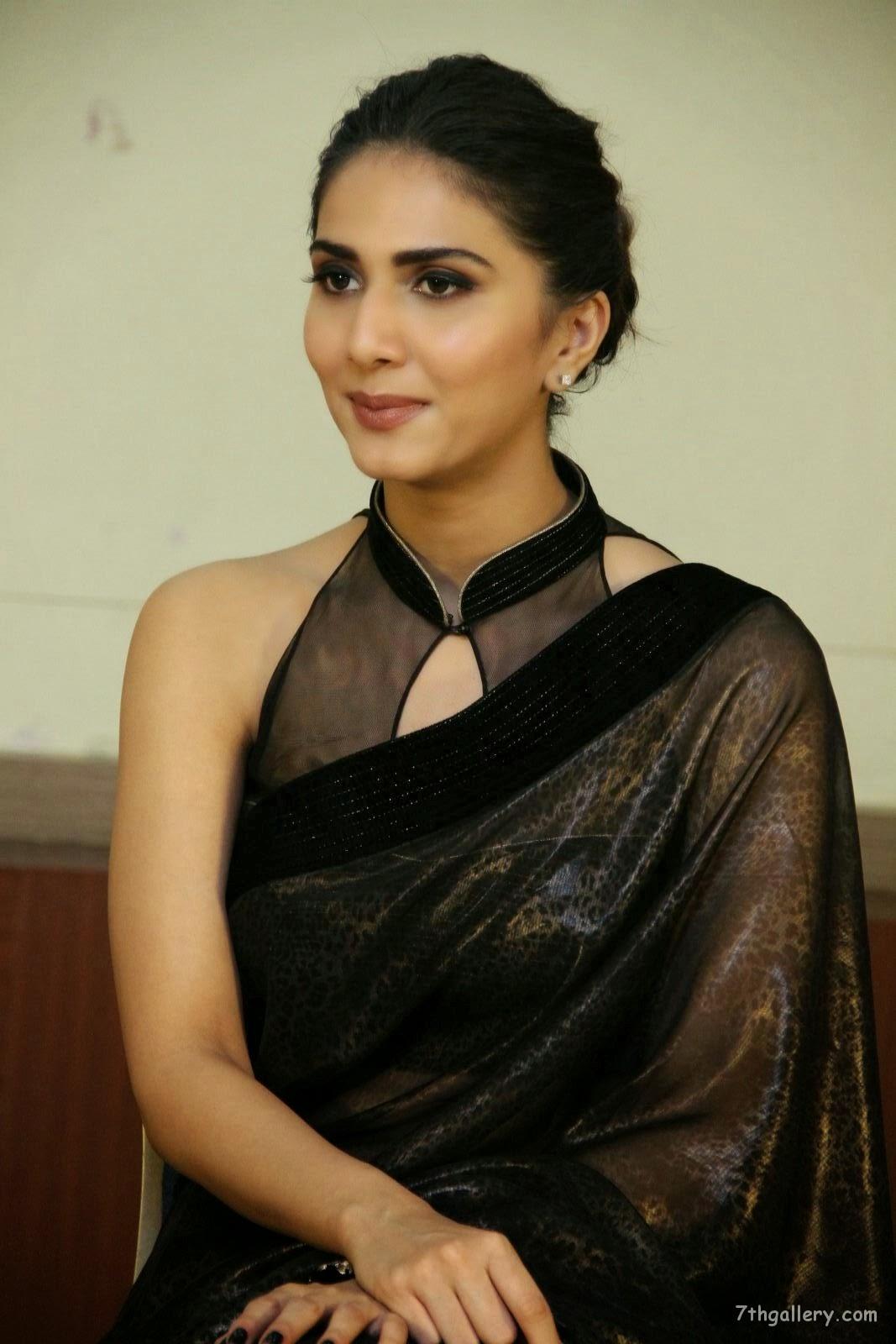 Hindi Movie Actress Vani Kapoor In Black Saree HD Images Wallpaper Pics