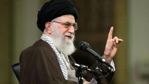 """خامنئي يهاجم رئيسة وزراء بريطانيا لحديثها عن """"تهديد"""" إيران لمنطقة الشرق الأوسط"""