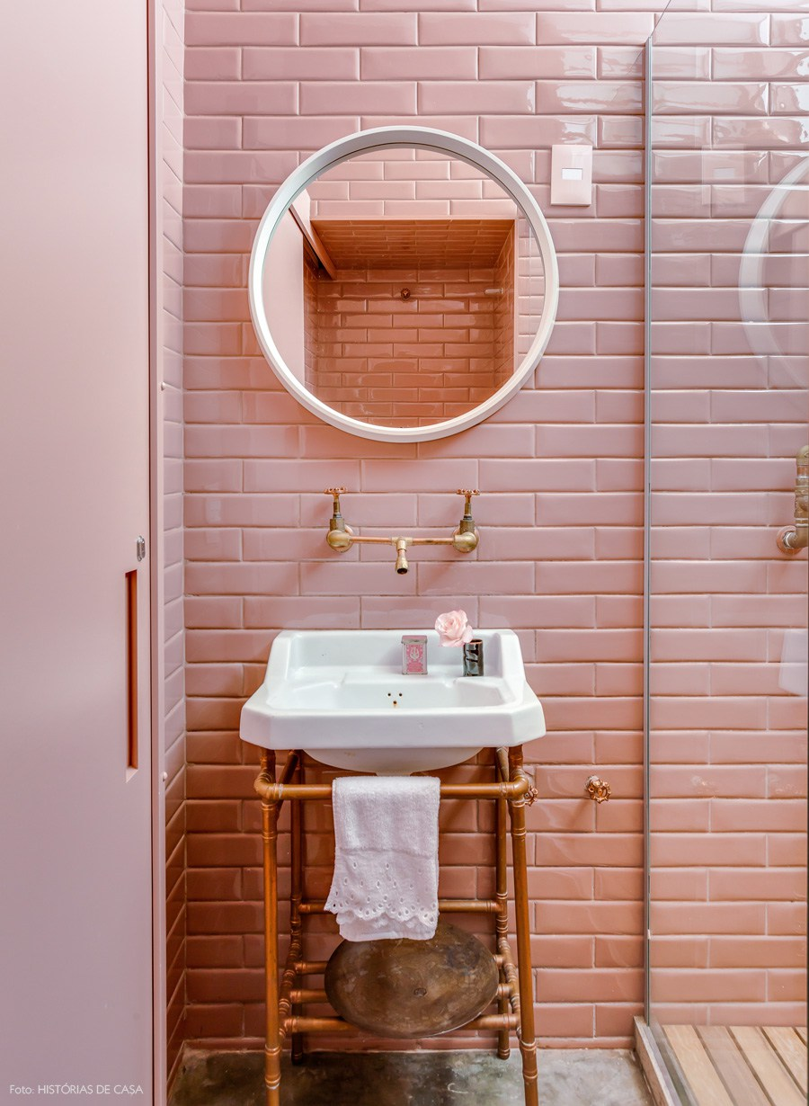 So Here Are A Few Pink Bathrooms From Around The Web That I Have Been Looking At To See What Works And Doesn T Do You Think Yay Or Nay