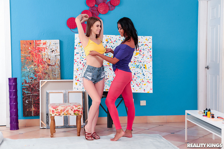 UNCENSORED We Live Together – Nia Nacci & Jill Kassidy Pussy Painting, AV uncensored