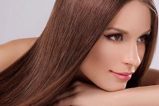 Comment lisser ses cheveux sans fers à lisser en 5 étapes