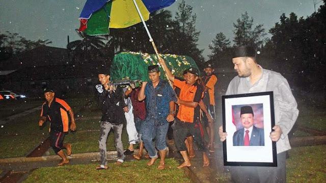 Mengharukan Suasana Pemakaman Sutan Bhatoegana, SBY Menyesal Tak Bisa Hadir