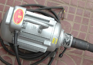 Electrically driven poker vibrator for internal vibration of concrete