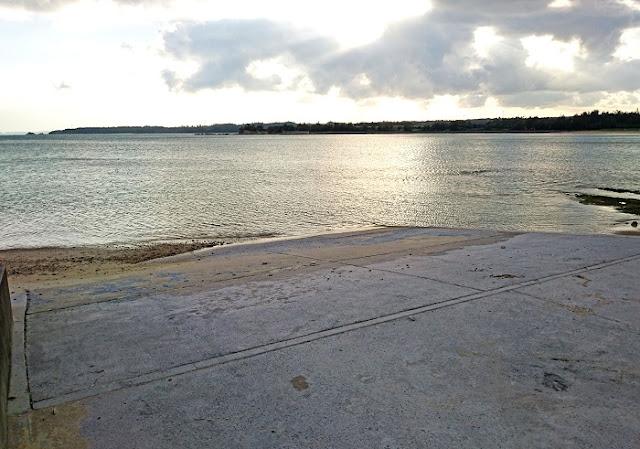久志集落前の海の写真