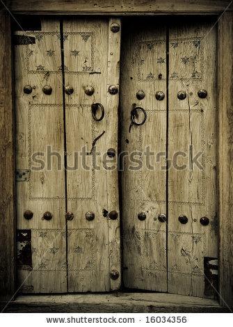 Fotos y dise os de puertas puerta antigua dos hojas for Fotos de puertas de madera antiguas