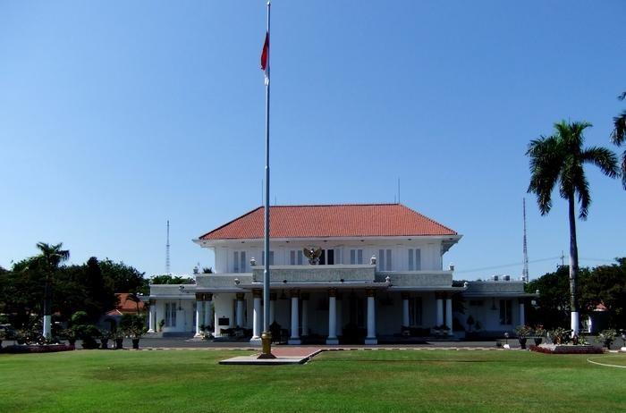 Gedung Negara Grahadi tampak dari luar