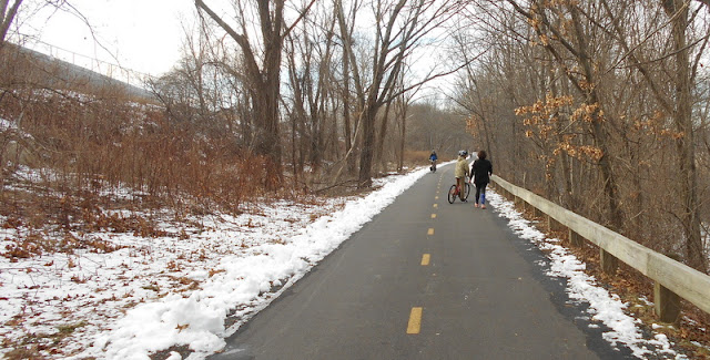 Snow flanks the Minuteman Bikeway in January
