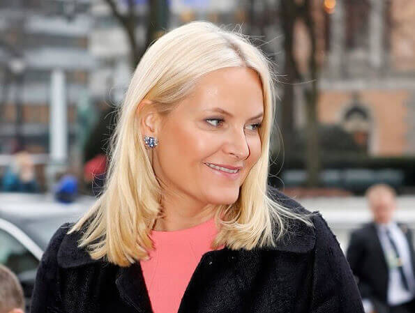 Crown Princess Mette-Marit wore Pradaroyal blue Pumps, and silver diamond earrings