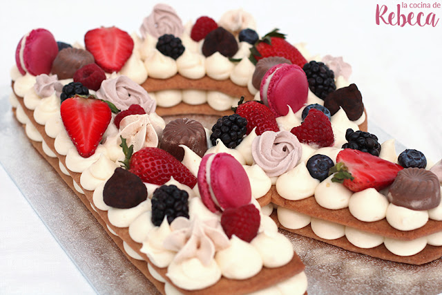 Tarta abecedario de galleta y crema (trending cake 2018)