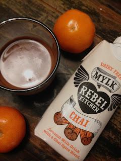Glas und TetraPak Dairy Free Mylk Rebel Kitchen Chai: Coconut Milk Drink with a Chai Spice Blend