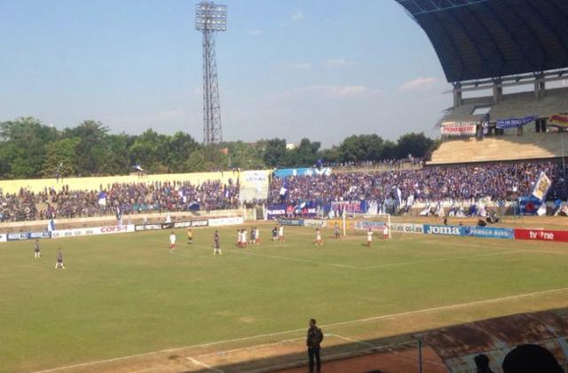 AGEN BOLA - Sempat Diwarnai Bentrok, PSIS Menang 1-0 atas Persis Solo