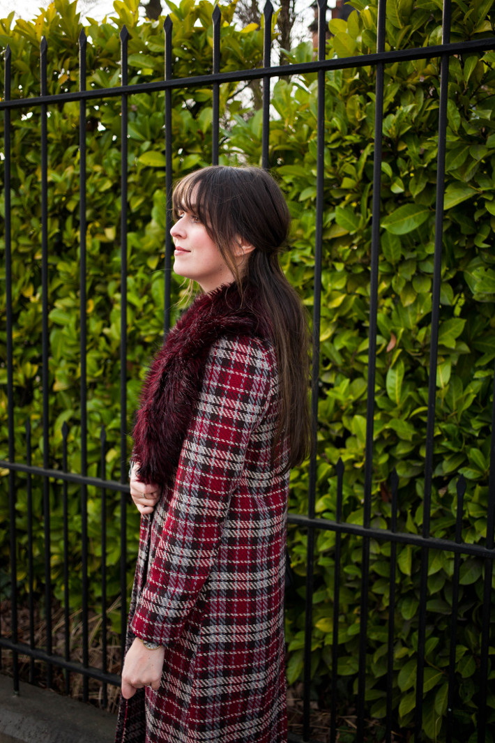 Outfit: printmixing in plaid maxi coat, stripes and polkadots