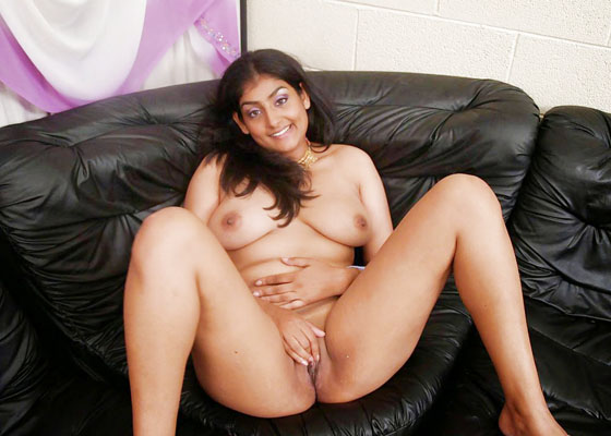 Busty Indian NRI Girl Posing Nude Photos