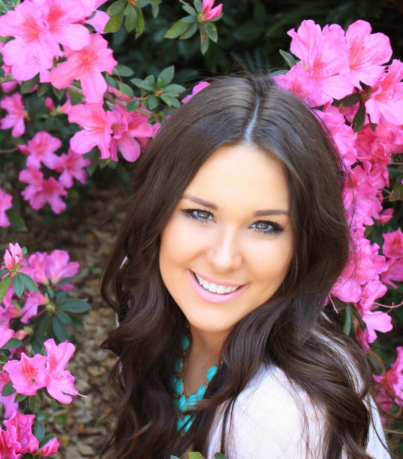 Beauty Blogger Mash Elle wearing MAC's Please Me lipstick