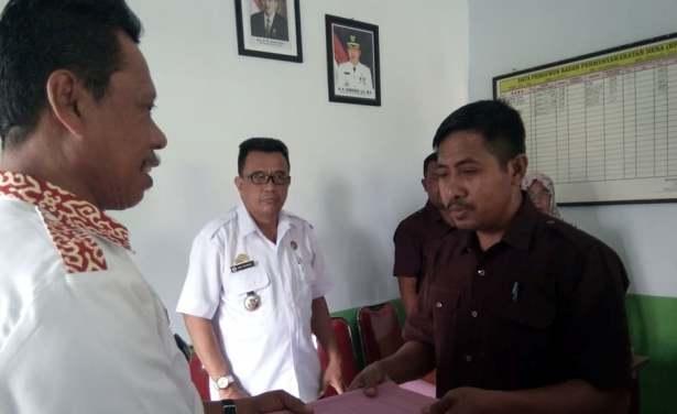 Pemdes Bonerate, Serahkan Ranperdes Perubahan 2017 Dan RKPDes 2018 Ke BPD