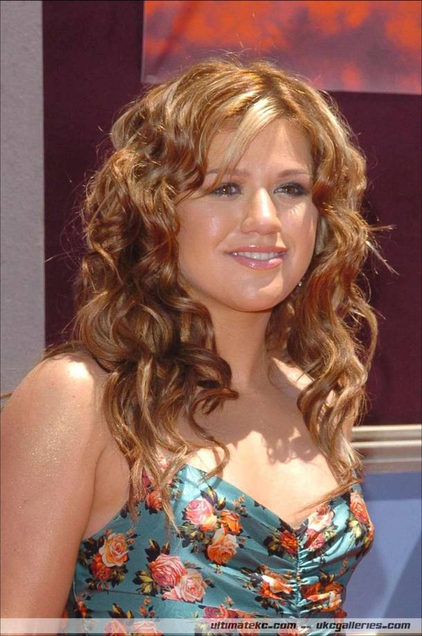 Celebrity Hairstyle Haircut Ideas Shoulder Length Hairstyles By Kelly Clarkson