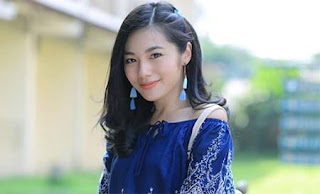 Claudy Putri Senyum