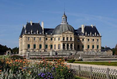 El Palacio de Vaux le Vicomte vistos desde el jardín