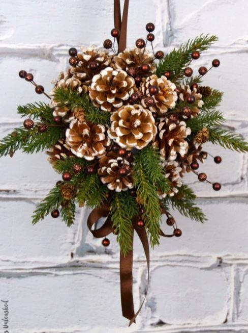 Aprende c mo hacer adornos navide os con pi as - Adornos de navidad con pinas ...