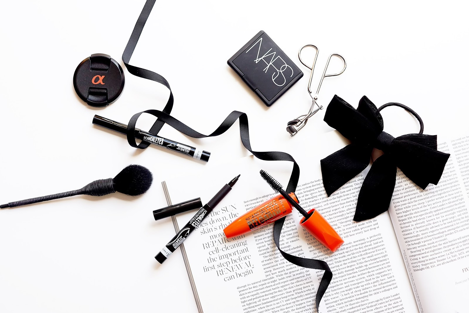 black-white-flatlay-blog-photography-review-rimmel-scandaleyes-reloaded