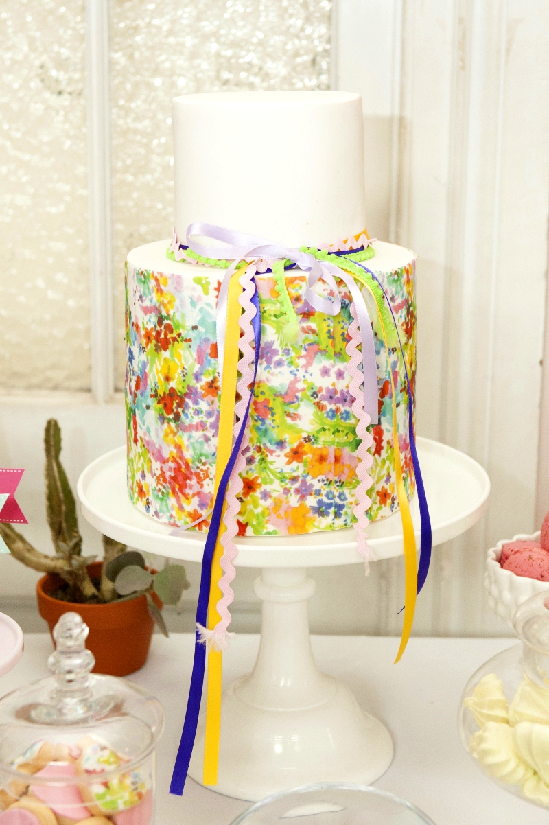 A Bright Summer Fiesta Watercolor cake - via BirdsParty.com